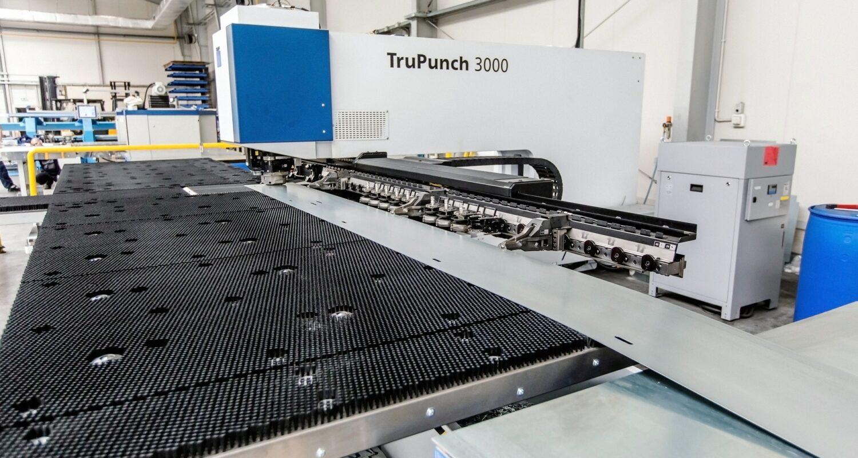 Wykrawarka młoteczkowa TruPunch umożliwia obróbkę elementów o długości 8 metrów oraz ich dowolne rozmieszczenie.